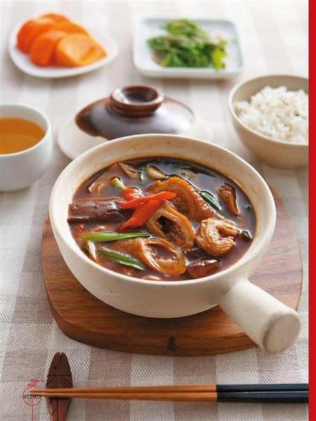 (二手書)土鍋 x 塔吉鍋  節能原味料理