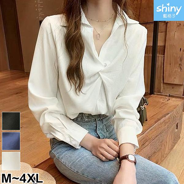 【V2993】shiny藍格子-甜漾秋天.簡約純色翻V領扭結長袖上衣
