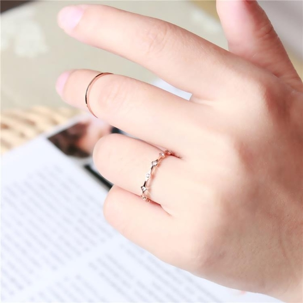 正韓18k玫瑰金戒指女鑲鑽戒日韓鈦鋼指環小指尾戒食指婚戒不褪色