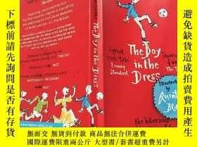 二手書博民逛書店the罕見boy in the dress:穿裙子的男孩...Y200392