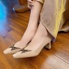 大尺碼真皮女鞋34-43 2021新款時尚百搭頭層牛皮蝴蝶結小方頭中跟鞋~2色