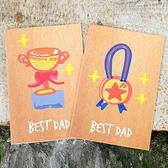 【BlueCat】最佳老爸獎盃勳章繪畫風賀卡 (附信封) 爸爸節 父親節 教師節 卡片 祝賀卡