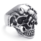《 QBOX 》FASHION 飾品【R10022237】精緻龐克風蠍面骷髏頭鑄造鈦鋼戒指/戒環