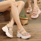 坡跟涼鞋涼鞋女2020新款ins潮網紅兩穿仙女風坡跟厚底夏休閒百搭超火拖鞋 JUST M