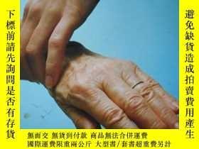 二手書博民逛書店Helping罕見Geriatric PatientsY1462