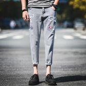 九分牛仔褲男士修身小腳八分休閒男夏季薄款9分男生破洞印花8分 依凡卡時尚