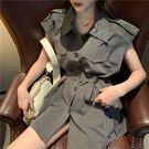 VK精品服飾 韓國風系腰帶翻領單排扣無袖洋裝