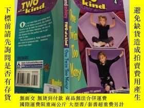 二手書博民逛書店two罕見of a kind diaries 兩個一種 日記~Y200392