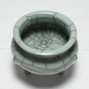 龍泉青瓷三足香爐