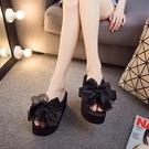 夏韓版蝴蝶結坡跟涼夾腳拖鞋 女時尚外穿厚底沙灘鞋防滑高跟人字拖 降價兩天
