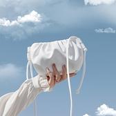 小包包2020新款夏季斜背包包潮女百搭餃子雲朵包零錢褶皺mini手機包 【全館免運】