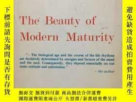 二手書博民逛書店The罕見Beauty of Modern Maturity (