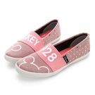 彈性繃帶設計方便好入腳 亮蔥點點帶動俏皮好心情 鞋面電繡大頭米奇超可愛