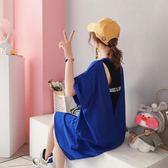 ins超火的裙子女夏新款吊帶洋裝寬鬆韓版t恤長裙冷淡風露背      芊惠衣屋