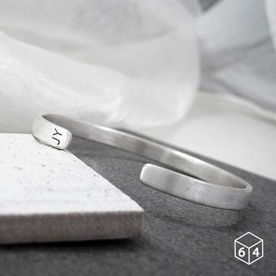 訂製手環/手鐲  刻字姓名縮寫-A 手環(大) 英文 文字 999純銀C型手環-64DESIGN