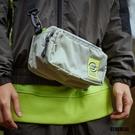 方便於分類收納的小物包 當化妝包、外出用側背包都很吸睛 還有可拆式肩帶可以調整唷!