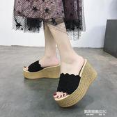 新款鬆糕厚底拖鞋女夏韓版時尚外穿坡跟高跟一字拖花邊涼拖鞋  凱斯盾數位3C