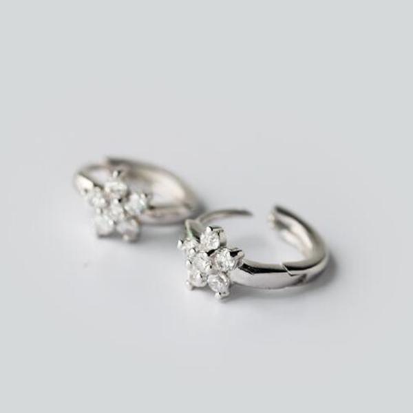 925純銀 迷你純白花朵 天然白水晶 小耳環耳圈扣-銀 防抗過敏