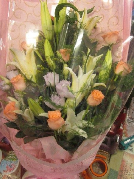 (YF-09)情意花坊網路人氣花店~情人節花束香水百合花束用香香傳情意只要1300元
