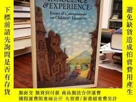 二手書博民逛書店Innocence罕見and Experience : Essays and Conversations on C