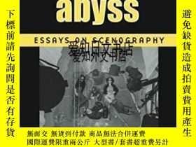 二手書博民逛書店【罕見】Looking Into The Abyss:Essay