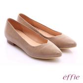 effie 繽紛舒適 絨面真皮桃型鞋口低跟鞋  卡其