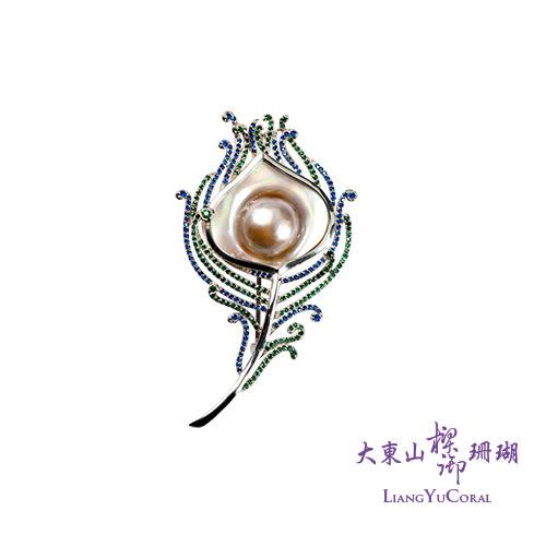 【大東山樑御】彩虹珍珠杏形鑲鑽胸針 ♥孔雀系列♡