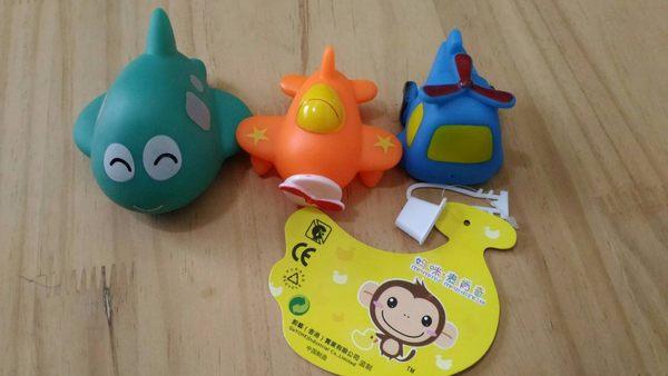 ◎愛寶貝◎特價回饋 媽咪麥肯奇 飛機組捏捏樂會噴水洗澡戲水玩具