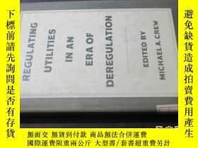 二手書博民逛書店regulating罕見utilities in an era