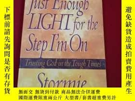 二手書博民逛書店ust罕見Enough Light For The Step Im On by Stormie Omartian奇