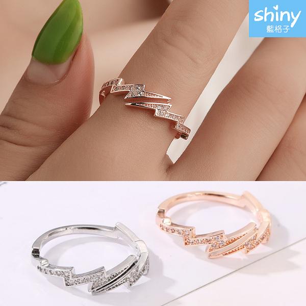 【25A40】shiny藍格子-時尚有型.創意不規則幾何水鑽閃電開口戒指