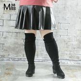 Miss38-(現貨)【A11322】大尺碼短裙 優雅百摺 時尚百搭 PU皮裙 黑色 鬆緊腰 半身裙-中大尺碼