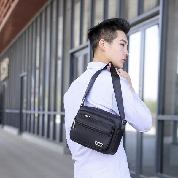 側背包 收錢側背包休閒斜背包男包防水背包做生意收錢包多層韓版男士背包 韓國時尚週