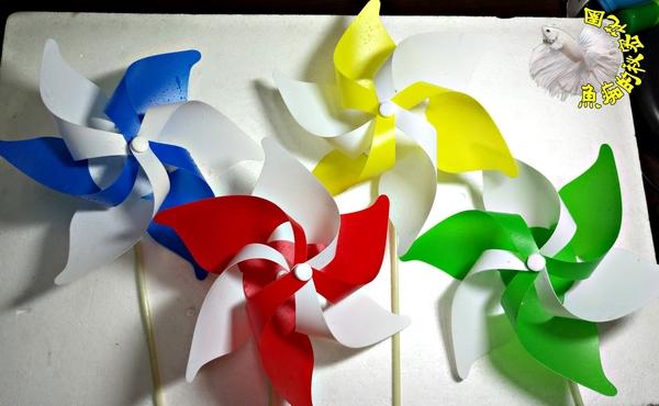 [藍白雙色小風車] 彩色小風車 童玩.玩具風車.卡通風車 ☆庭院裝飾.居家.店面.大廳擺飾☆