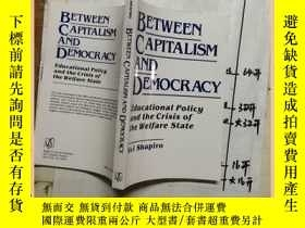 二手書博民逛書店BETWEEN罕見CAPITALISM AND DEMOCRAC