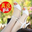 魚口鞋 真皮足意爾康女鞋2021年新款時裝中跟魚嘴細跟高跟白色夏季涼鞋女
