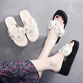 Bzbz新款海邊花朵沙灘拖鞋女夏外穿時尚厚底人字拖坡跟防滑涼拖鞋 伊衫風尚