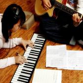 61鍵便攜式鋼琴獨立版帶外音折疊電子琴學琴入門練習送禮創意佳品