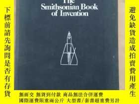 二手書博民逛書店The罕見Smithsonian Book of Inventi