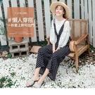 摩登感的黑白圓點營造時尚的俏麗氛圍, V字大開口剪裁俐落有型