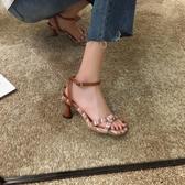 涼鞋女2020新款夏季時尚一字扣時裝仙女風百搭ins潮粗跟高跟鞋夏 露露日記