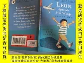 二手書博民逛書店leon罕見spreads his wings 利昂張開翅膀Y200392