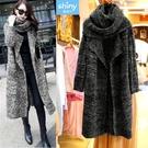 【V2762】shiny藍格子-暖呼氛圍.圍巾造型針織長版大衣外套