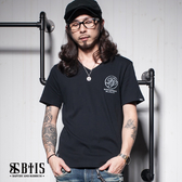 【BTIS】施洗者草寫文字 V領T-shirt / 黑色