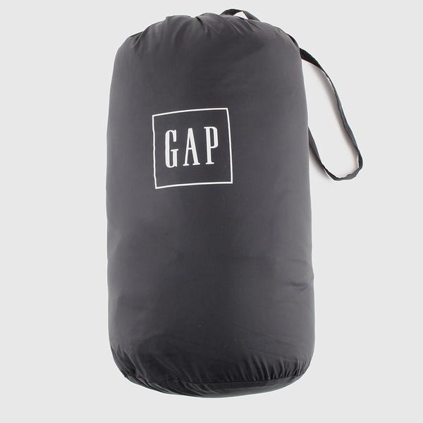 Gap男裝 輕薄款絎縫式半高領羽絨背心 595831-純正黑色