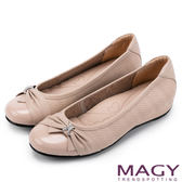 MAGY 氣質甜美女孩 牛皮抓皺蝴蝶結鑽飾平底娃娃鞋-粉紅
