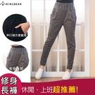 鉛筆褲--休閒時尚歐美風格鬆緊腰間裝飾車褶雙口袋窄管褲(黑.灰XL-4L)-P127眼圈熊中大尺碼◎