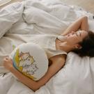 抱枕 貓貓香蕉船抱枕 (1入) 翔仔居家x貓小姐 獨家聯名款 貓咪抱枕 純棉抱枕 圓型 沙發抱枕 靠墊
