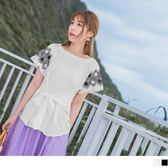 《AB6971-》鏤空感花朵刺繡荷葉袖腰綁帶上衣 OB嚴選