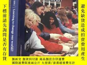 二手書博民逛書店Learning罕見to change our worldY15